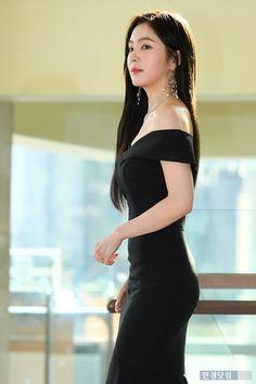 Wendy Red Velvet, Red Velvet Irene, Most Beautiful Faces, Beautiful Asian Women, Asian Model Girl, Red Velvet Seulgi, Velvet Fashion, Woman Face, Pretty People