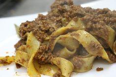 Pasta fatta a mano, grani antichi e una lunga cottura per un sugo sopraffino. A Parola di Chef tradizione e genuinità nella cucina di Cecilia Dei.