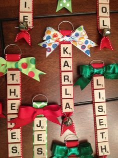 Christmas DIY: Personalized scrabbl Personalized scrabble tile ornaments with bells and bows! #christmasdiy #christmas #diy