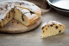 La torta alla ricotta e cioccolato è perfetta per la colazione: la ricotta ammorbidisce l'impasto, il cioccolato fondente la rende una torta golosa!