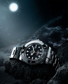 Launched in the Sea-Dweller was the first Rolex divers' watch with a date … – TREN TOPIC Oyster Perpetual Cosmograph Daytona, Rolex Oyster Perpetual, Luxury Watches, Rolex Watches, Watches For Men, Popular Watches, Rolex Diver, Sea Dweller, Watches Photography