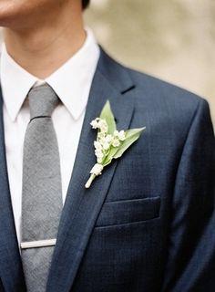 Navy groom suit with grey long tie