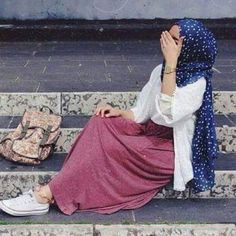 blush skirt hijab look- Hijabista fashion looks… Hajib Fashion, Modest Fashion, Fashion Looks, Fashion Outfits, Modest Outfits, Hijab Casual, Hijab Chic, Hijab Outfit, Iranian Women Fashion