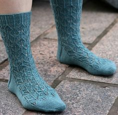 I love the lace leaf pattern of these socks.