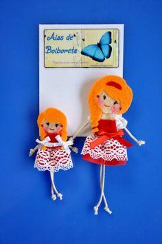 Broches de muñequitas. Madre e hija.