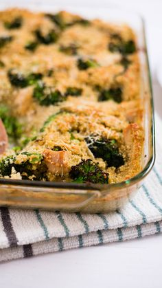 Broccoli, Chicken and Quinoa Bake. A basic bowl of quinoa with broccoli and chicken is good, but a casserole is even tastier. A basic bowl of quinoa with broccoli and chicken is good, but a casserole is even tastier. Broccoli Quinoa Casserole, Quinoa Broccoli, Broccoli Chicken, Healthy Baking, Healthy Recipes, Healthy Food, Healthy Options, Meat Recipes, Healthy Meals