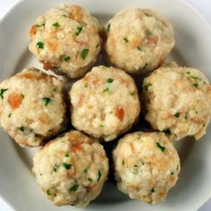 Canederli is the Italian name given to the bread dumplings so popular Croatian Recipes, Italian Recipes, Amazing Food Decoration, Food Bulletin Boards, Bread Dumplings, Easy Cookie Recipes, Appetisers, Savoury Dishes, Thanksgiving Recipes
