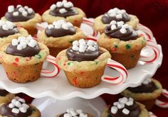 Hot Chocolate Cookie Cups are festive Christmas cookies! Sugar cookie cups filled with fudge, mini marshmallows & sprinkles. Love the candy cane handle!