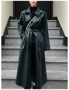 Mode Outfits, Trendy Outfits, Long Coat Outfit, Stil Inspiration, Long Leather Coat, Black Leather, Leather Trench Coat, Winter Fashion Outfits, Swag Fashion