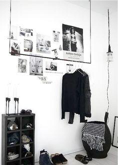 Oi, E o post de hoje tem a ver com: Sobre um lugarespecífico parapendurar as roupas. Arara no inicio era uma espécie de cabideiro que encontrávamos nas lojas de roupas para expor as peças e só. N…