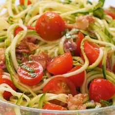 healthy dinner recipes videos Zucchini Noodle Salad Recipe with Bacon & Tomatoes (Low Carb, Paleo) - This cold zucchini noodle salad recipe is a delicious, healthy way to enjoy raw spiralized zucchini noodles. Quick & easy with common ingredients! Salad Recipes With Bacon, Salad Recipes Healthy Lunch, Chicken Salad Recipes, Easy Salads, Easy Healthy Recipes, Diet Recipes, Recipe With Tomatoes, Whole30 Dinner Recipes, Raw Recipes