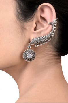 Buy a Wide Range of Amrapali Latest Collection of Artificial, Silver and Designer Jewellery for Womens With Best Price Online in India. Indian Jewelry Earrings, Jewelry Design Earrings, Silver Jewellery Indian, Jewelery, Silver Jewelry, Silver Rings, Antique Jewellery Designs, Antique Jewelry, Designer Jewellery