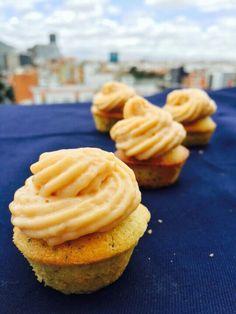 mini muffin amapola y maracuya con cremoso de mango