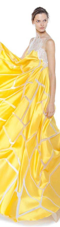 ℳiss Yolanda Yellowstone Poppy Pea Christos Costarellos spring summer 2016 Yellow Fashion, Love Fashion, Runway Fashion, Color Fashion, Gala Dresses, Evening Dresses, Christos Costarellos, Glamour, Mellow Yellow