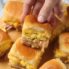Hot and hearty breakfast sliders right out of the oven are guaranteed to make mornings amazing! Breakfast Slider, Breakfast Dishes, Healthy Breakfast Recipes, Brunch Recipes, Breakfast Quesadilla, Breakfast Snacks, Breakfast Ideas, Cooking Recipes, Meal Recipes