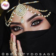 Girl with a beautiful eyes Arabian Eyes, Arabian Makeup, Arabian Beauty, Indian Wedding Jewelry, Indian Bridal, Pearl Headpiece, Headpiece Jewelry, Jewellery, Indian Makeup