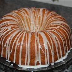 This recipe for the best pound cake ever rises very high above all others thanks to the use of six eggs. FULL RECIPE HERE Sugar Cake Recipe. Eclair Cake Recipes, Pound Cake Recipes, Pudding Recipes, Dessert Recipes, Desserts, 12 Egg Pound Cake Recipe, Lemon Buttermilk Pound Cake, Sour Cream Pound Cake, Bunt Cakes