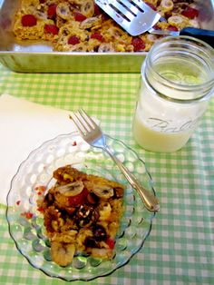 gluten-free baked oatmeal casserole (with berries and chocolate!) too sugary for breakfast, really, but I made some changes: 2T rapadura, 1 1/2c unsweetened almond milk + 1/2c unsweetened applesauce for the liquid, 2/3c walnuts, mixed berries, dark chocolate.