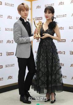 13.01.17 Suzy e BaekHyun ganharam o Premio de Digital Bonsang no 31th Golden Disk Awards 2017