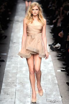 Valentino Spring 2010 Ready-to-Wear Fashion Show Collection