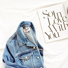 Chanel et Vogue Fashion Addict, Girl Fashion, Fashion Themes, Denim And Lace, Denim Outfit, Colorful Fashion, Jeans Style, Blue Jeans, Mom Jeans