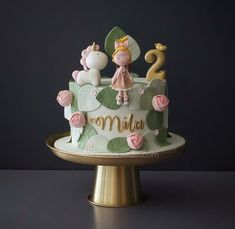 [sc [sc The little girl and her unicorn 🦄 Design inspiration: Rebecca Davies Cake Design [sc Pretty Cakes, Cute Cakes, Beautiful Cakes, Fancy Cakes, Amazing Cakes, Fondant Girl, Fondant Cakes, Cupcake Cakes, Winter Torte
