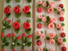 Nice idea to decorate sugar cubes with flowers, roses and lady bugs for a ladies high tea. Fondant Flowers, Sugar Flowers, Cake Fondant, Cake Decorating Tutorials, Cookie Decorating, Sugar Cubes, Gum Paste Flowers, Fondant Tutorial, Sugar Craft