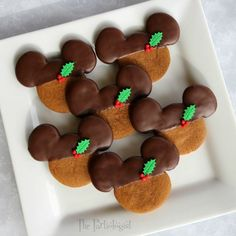 The Partiologist: Chocolate Gingerbread Mickey! Very Merry Christmas Party, Mickey Christmas, Christmas Goodies, Christmas Desserts, Christmas Treats, Christmas Cakes, Christmas Baking, Christmas Eve, Xmas
