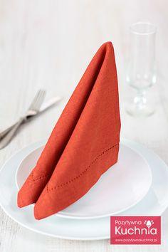 Składanie serwetek w żagle - #poradnik o tym jak złożyć serwetkę w żagiel krok po kroku  http://pozytywnakuchnia.pl/serwetka-zagiel/  #home #dom #decor