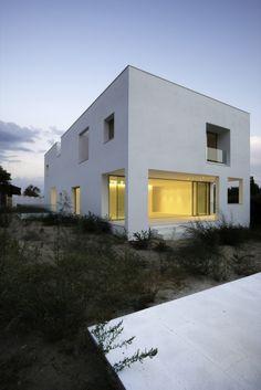 Constructor: PECSA Building Engineer: Virginia Láinez Structures: Israel Bartolomé Cost: 480.000 € Furniture: Qbika © Joaquín Mosquera