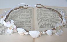 rustic mermaid shell crown beach wedding via Etsy Mermaid Shell, Mermaid Crown, Mermaid Diy, Seashell Crafts, Beach Crafts, Karneval Diy, Seashell Crown, Shell Crowns, Halloween Disfraces