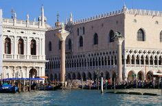 El #PalacioDucal es la antigua residencia de los Doge o Dux, sede del gobierno y de la corte de justicia y cárcel de la República de #Venecia. http://www.venecia.travel/lugares-para-visitar/palacio-ducal/ #viajar #Italia