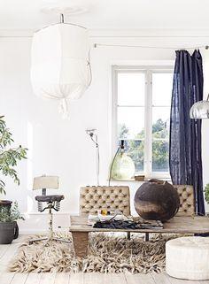 Find out new bohemian Living Room Inspirations | www.delightfull.eu #delightfull #livingroomlighting #spazidilusso #italianlivingroom #italianlamps #modernhomedecor #bohemiandecor #retrolivingroom #MidCentury