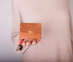 Cardholder Leather Accessories, Fashion Accessories, Leather Workshop, Best Handbags, Leather Working, Leather Purses, Card Holder, Pouch, Sewing