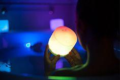 Die Solarlaterne zum Aufblasen sieht zunächst unscheinbar aus - bis sie in einer der geschmackvollen Farben erstrahlt. Das Licht ist im Innen- und Außenbereich einsetzbar und obendrein wasserdicht.