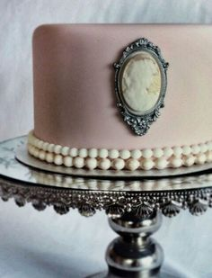 Ana Rosa. Cameo and pearls pink cake.