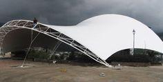 <p><strong>01/ Anfiteatro Manizales</strong></p><p>Manizales, Colombia<br />2005 / 724m2<br />–<br />Diseño, Fabricación e instalación, Proyecto general:<br />Diseños de Mente Ltd.<br />Proyecto ejecutivo: Sobresaliente Ltd.<br />Cálculo estructural:<br />Ings. Marella y Pedoja</p>
