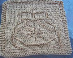 Christmas Ornament Dishcloth pattern by Lisa Millan Knitted Washcloth Patterns, Knitted Washcloths, Dishcloth Knitting Patterns, Crochet Dishcloths, Knitting Stitches, Knitting Yarn, Baby Knitting, Crochet Patterns, Knitting Blocking
