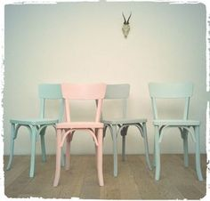 "Chaises Bistrot Vintage Baumann ""58"" Revisitées Cool Furniture, Vintage Furniture, Furniture Styles, Upcycled Furniture, Furniture Makeover, Annie Sloan Chalk Paint Inspiration, Vintage Interior Design, Colorful Decor, Colorful Chairs"