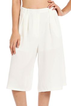 SOLID WOVEN PLEATED CAPRI PANTS-White