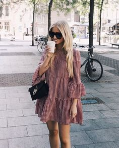 Street style fashion / fashion week Source by andiidieguez fashion dresses Look Fashion, Womens Fashion, Fashion Trends, Girl Fashion, Fashion Design, Casual Dresses, Fashion Dresses, Wrap Dresses, Midi Dresses
