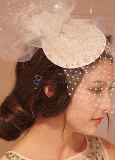 Chapeau de mariée ornée de fleur et de perles