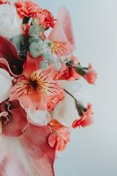 Live Coral, Color Of The Year, Pantone Color, Wedding Inspiration, Bouquet, Sunset, Colors, Party, Flowers
