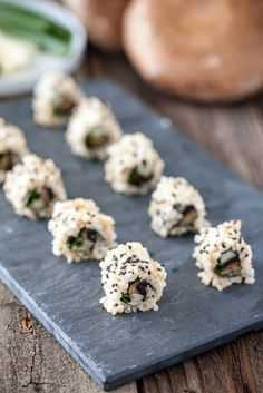 I enjoyed every bite of this portobello sushi. The smokiness of the portobello blends beautifully with the creaminess of the heart of palm and green onion. Vegan Sushi, Vegan Snacks, Vegan Dinners, Vegan Vegetarian, Vegetarian Recipes, Sushi Sushi, Healthy Dinners, Vegan Food, Healthy Foods