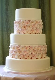Perfect! We want a cheesecake so we will have to put real roses in between tiers, and only 2 layers not 3