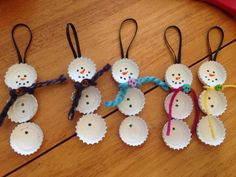 Bottle Cap Snowmen, could use felt instead of yarn for scarf, and skip the glitter step.