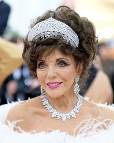 Joan Collins Photos - Joan Collins attends The 2019 Met Gala Celebrating Camp: Notes on Fashion at Metropolitan Museum of Art on May 2019 in New York City. - The 2019 Met Gala Celebrating Camp: Notes On Fashion - Arrivals Camping Gas, Camping Coffee, Family Camping, V Drama, Dame Joan Collins, Mary Pickford, Celebrities Then And Now, Van For Sale, Here's The Thing