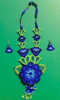 "Contemporary Jewelry - ""Huichol Necklace - Blue Flower"" (Original Art from Harmonia de Luz (Harmony of Light)) Beaded Bouquet, Beaded Flowers, Blue Flowers, Seed Bead Jewelry, Seed Beads, Beaded Jewelry, Beading Tutorials, Beading Patterns, Collar Redondo"