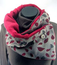 FAUX COL MOTIFS ET POLAIRE ROUGE : Echarpe, foulard, cravate par celuidevy Couture Sewing, Neck Warmer, Winter Wear, Sewing Clothes, Refashion, Faux Col, Dressmaking, Clothing Patterns, Winter Fashion