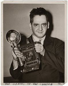 Weegee, (Arthur Fellig, born as Ascher Fellig,  12.6.1899 in Zloczow -  26. Dezember 1968 in New York) USA) us-american photographer.